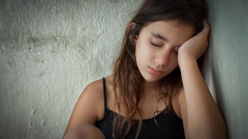 bigstock-Tired-and-lonely-hispanic-girl-39905638