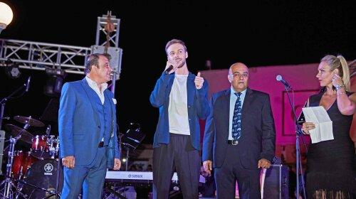 Знай наших! Макс Барских открыл праздник новогодних огней в Египте
