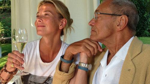 Юлия Высоцкая показала романтический ужин при свечах для 82-летнего супруга — будто так и продолжают встречаться (ФОТО)