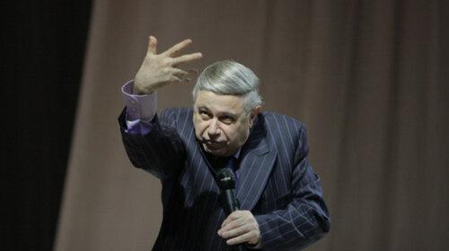 74-летнего Евгения Петросяна втянули с грязный скандал с кражей денег на похоронах — репутация юмориста на грани