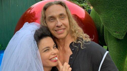 50-летний Тарзан, нацепив серьги знаменитой жены, сделал интимное фото: «Наташе крупно повезло»