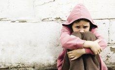 Среди шприцов и бутылок: в Запорожье нашли трехлетнего ребенка в руинах общежития