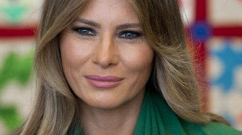 Даже не смотрели друг на друга: Меланья Трамп проигнорировала мужа на официальном мероприятии