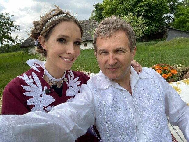 37-летняя Катя Осадчая продемонстрировала стройную фигуру в роскошном платье