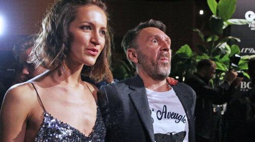 Колишня дружина Сергія Шнурова з'явилася на публіці з невідомим чоловіком: засмальцьовані волосся і пивний живіт – що вона в ньому знайшла?
