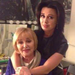 Пришла на кладбище: мать онкобольной Анастасии Заворотнюк появилась в жутком месте