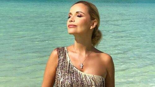 42-летняя Ольга Орлова показала прелести, прикрывшись веткой пальмы (ФОТО)
