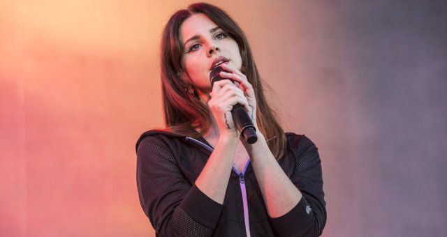 Lana_Del_Rey_at_KROQ_Weenie_Roast_2017