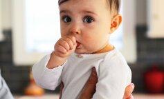 Медики розповіли, чи варто хвилюватися, якщо дитина смокче палець