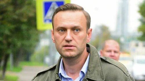 «Він у комі, в важкому стані»: Олексій Навальний терміново госпіталізований в Омську - політику стало погано в літаку