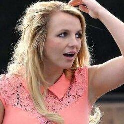 Располневшая и нерасчесанная: Бритни Спирс появилась на публике в «запущенном» виде