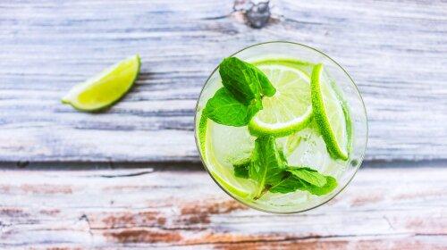 Невероятно полезно: врачи назвали ТОП-10 причин начать пить воду с лимоном