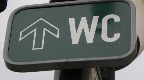 street-wc-sign-in-prague-1636761