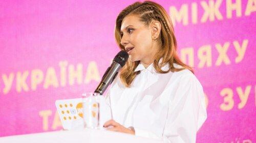 Олена Зеленська вразила новою зачіскою під час виступу на Міжнародному форумі в Києві (фото)