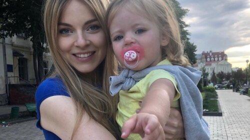 Забрали в пологовий будинок прямо зі зйомок: українська ведуча народила третю дитину