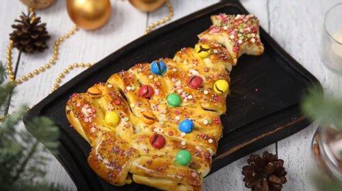 Настоящий новогодний десерт из слоеного теста – «Новогодняя елочка» (видео)