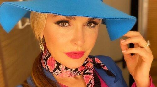 Даже в вышиванке можно выглядеть стильно: Ольга Сумская похвасталась модным молодежным нарядом (фото)