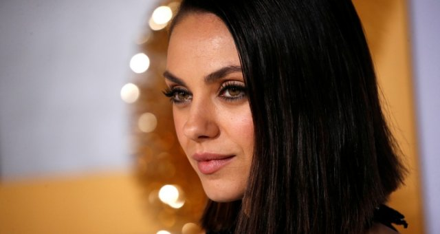 Cast member Kunis poses at the premiere for «A Bad Moms Christmas» in Los Angeles