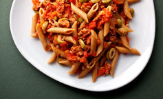 Pasta-With-Spicy-Sausages-superJumbo-1
