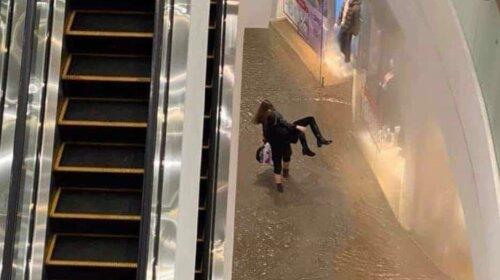 У Києві затопило окропом популярний торговий центр: дев'ять постраждалих (відео)