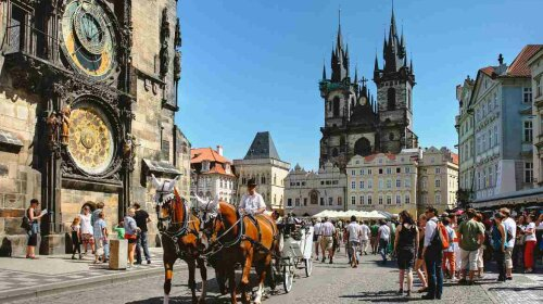 prague-old-town-square—ts-2015-05-10T18-03-59_882+01-00