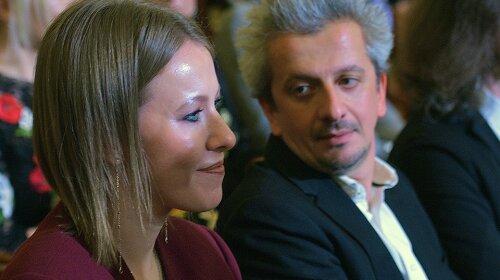 Богомолов мечтает о лапочке-дочке: Ксения Собчак показала подросшего сына и случайно засветила округлившийся животик