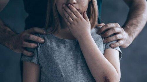 «Мама разбила мне о голову чайник»: история насилия в богатой семье