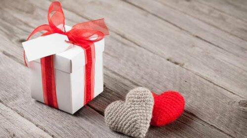 Валентинки нынче не в моде: идеальные подарки ко дню Святого Валентина по мнению украинских звезд