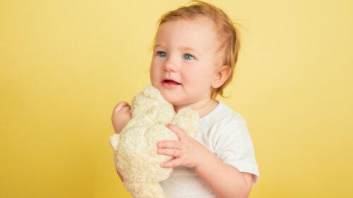 Доктор Комаровський пояснив, чому у дитини може бути витягнута або приплюснута голова і що з цим робити