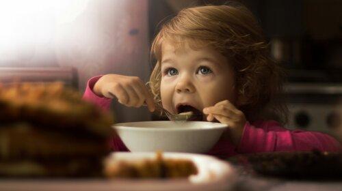 5 привычных продуктов, которые ни в коем случае нельзя давать детям