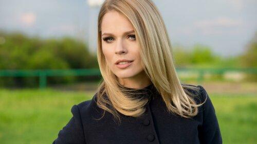 Білі бантики та сукня в квіточку: Ольга Фреймут показала молодшу дочку Євдокію