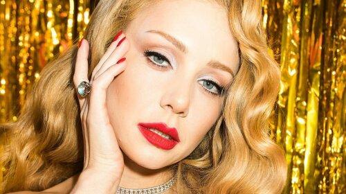 """Тіна Кароль у розкішній сукні Dolce Gabbana затьмарила всіх за лаштунками шоу """"Танці з зірками"""""""