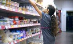 girl-teen-in-supermarket-to-buy-dairy-food-yogurt_eptohvjsl__F0000