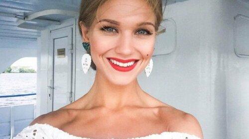 После развода с Харламовым: Кристина Асмус показала нового известного поклонника у себя в гримерке