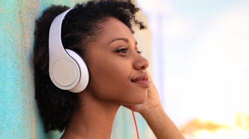 Вчені зробили важливе відкриття про людей, які постійно слухають музику