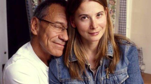 Интимный поцелуй: Юлия Высоцкая показала ласки с 82-летним супругом Андреем Кончаловским