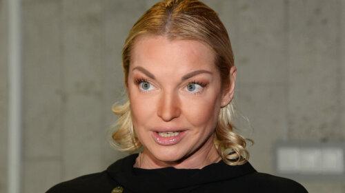 «Правильная одежда помогает»:  Анастасия Волочкова в розовых штанах «дала жару» во время репетиции (ВИДЕО)
