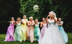 Невеста оконфузилась, бросая свой букет (видео)