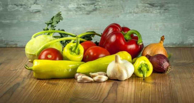 vegetables-tomatoes-pepper-paprika-161723