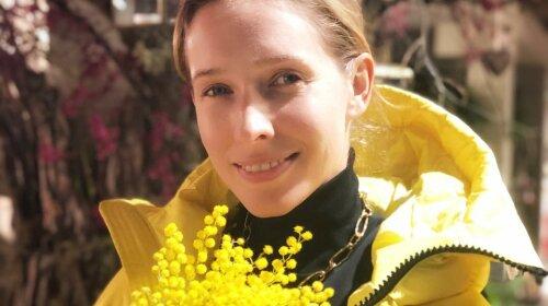 У плаття з екзотичними квітами: Катя Осадча похвалилася новим весняним нарядом