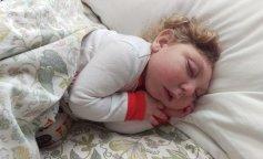 До слез: История малыша, который живет без 80% мозга