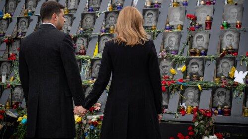 В елегантних чорних пальто: Володимир і Олена Зеленские вшанували пам'ять загиблих на Майдані (фото)
