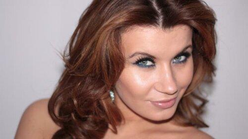 Жена MONATIK Ирина Демичева показала лицо без макияжа: роскошные волосы и глаза цвета молодость