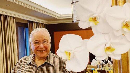 Евгений Петросян показал свои комнатные цветы: роскошная орхидея