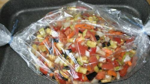 Быстрый рецепт овощного рагу: самый оригинальный способ приготовления – даже посуду мыть не придется