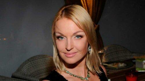 Перший шпагат Нового року: Анастасія Волочкова не розрахувала розмір купальника, і випадково показала зайве (ФОТО)