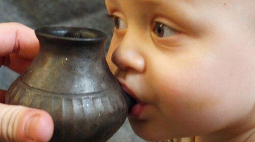 Ученые обнаружили бутылочки для кормления, которыми пользовались несколько тысяч лет назад (ФОТО)