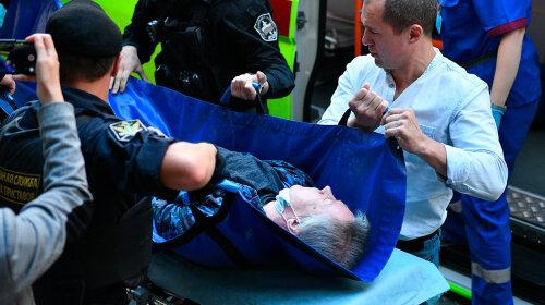 Вынесли из суда на носилках: Михаила Ефремова экстренно госпитализировали