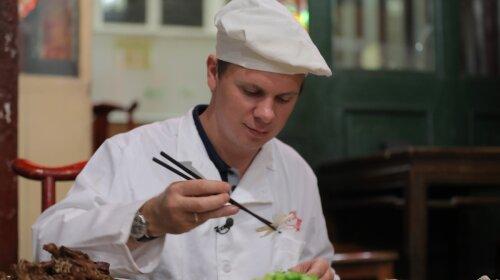 Їв смажених жаб: мандрівник Дмитро Комаров поділився враженнями від китайської кухні