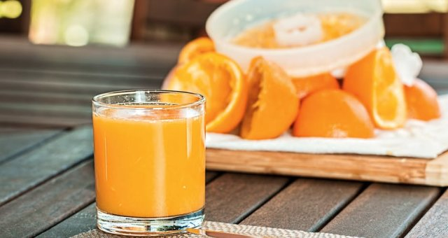 fresh-orange-juice-squeezed-refreshing-citrus-158053
